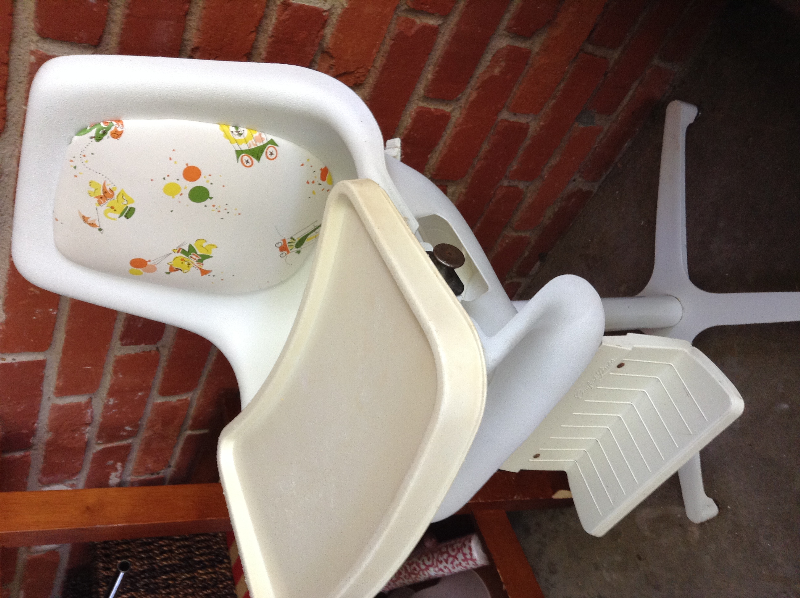 Vintage Retro Baby High Chair Comfort Lines Circus Animals